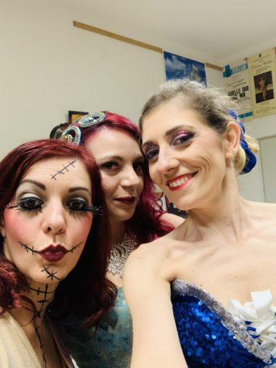 2019_12_22 - StriPMas @ Compagnia Fuoriscena - Cesena - Backstage with Sally Van Tassel and Scarlet Lovelace